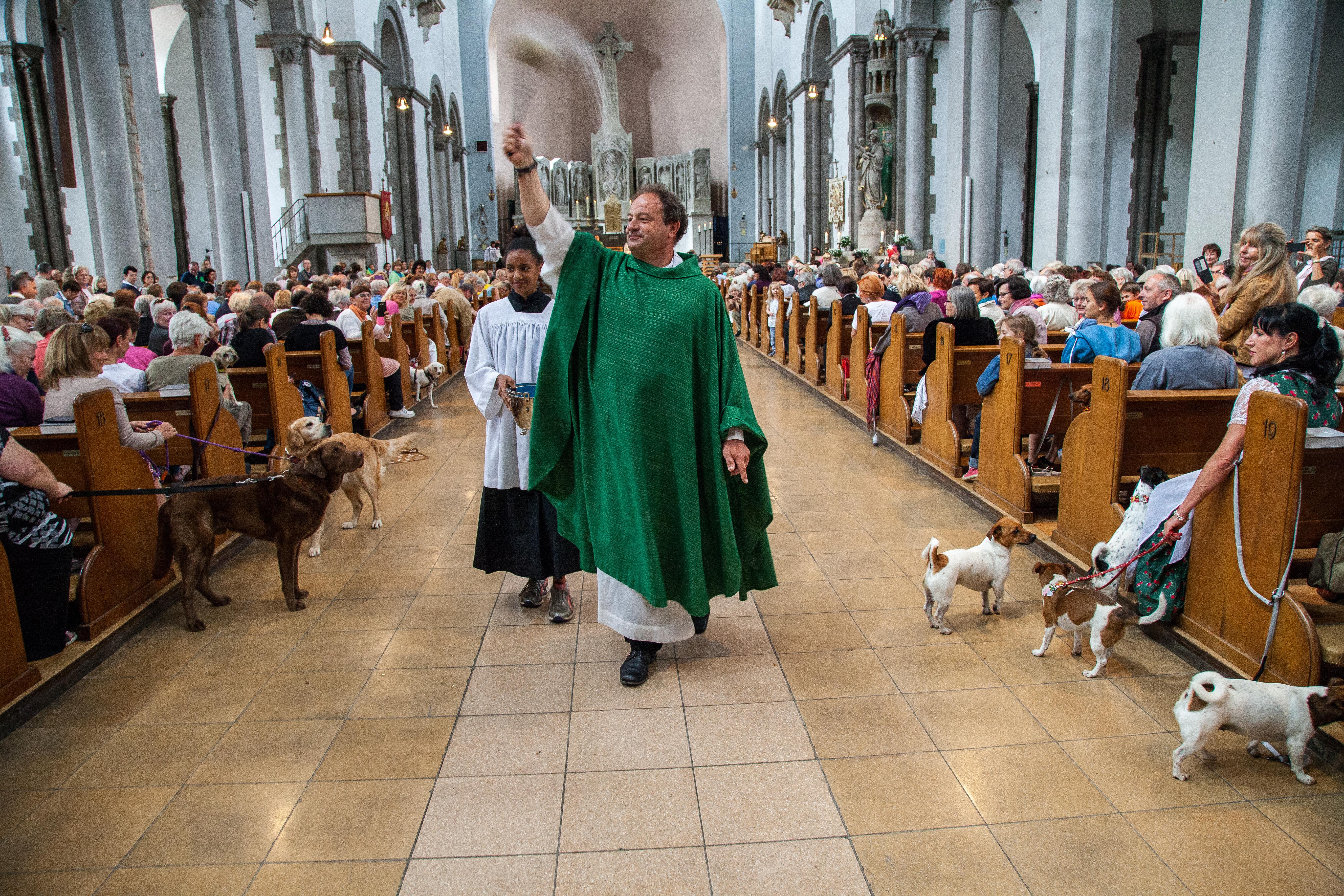 St. Maximilian München Pfarrer Schießler